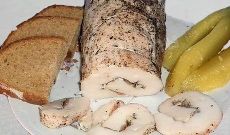 Смачний та апетитний рулет сала без термообробки